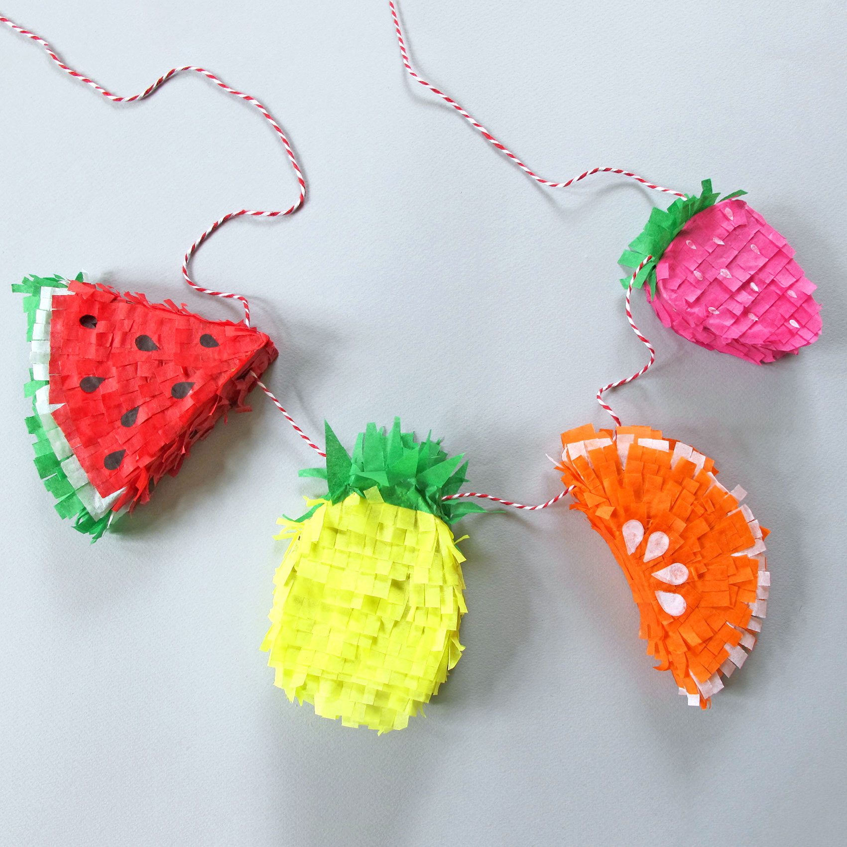 PAPERCHASE-TROPICAL-PINATTA-HOW-TO-CRAFT-FRUIT