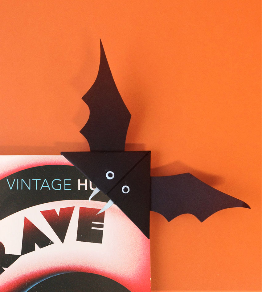 PAPERCHASE-HALLOWEEN-BAT-BOOKMARK-CRAFT-11
