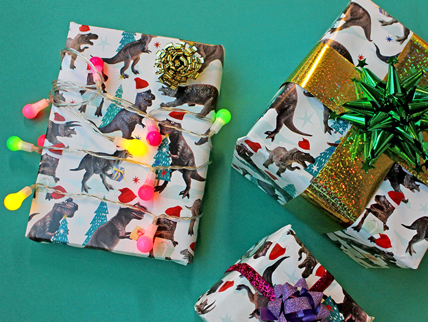 PAPERCHASE-HOW-TO-WRAP-A-GIFT-DINOSAURS