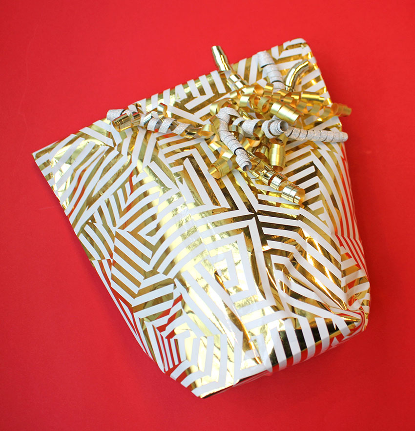 PAPERCHASE-HOW-TO-WRAP-A-PRESENT-STEP-4