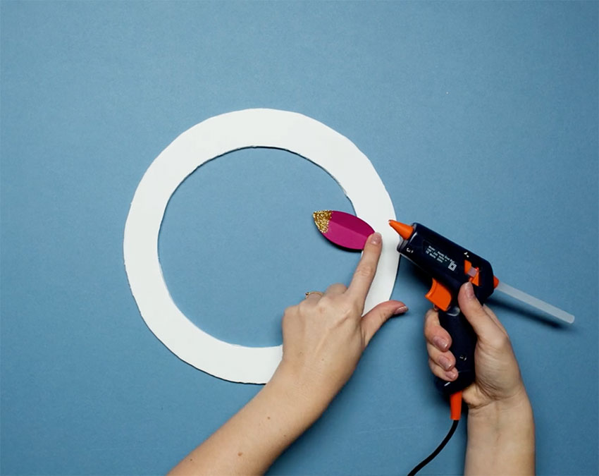 Paperchase-how-to-make-a-christmas-wreath-step-five-b