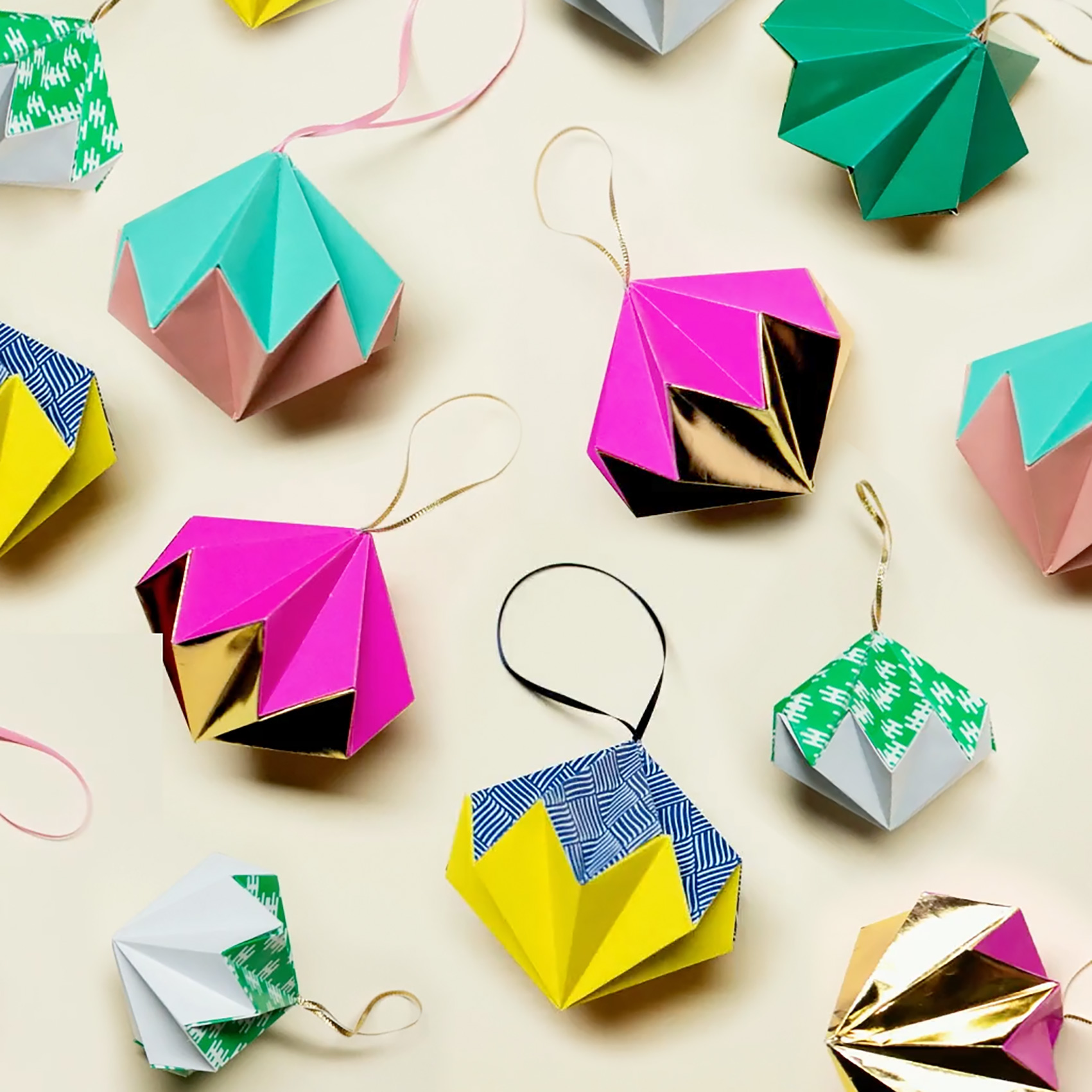 PAPERCHASE-HOW-TO-MAKE-A-CHRISTMAS-DECORATION-FEATURED