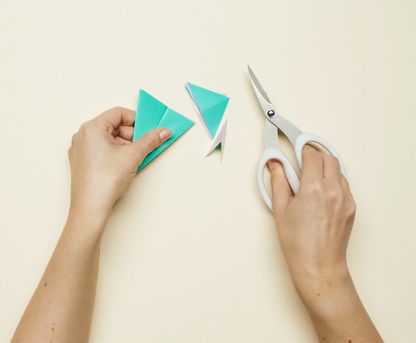 PAPERCHASE-HOW-TO-MAKE-A-CHRISTMAS-DECORATION-STEP-10