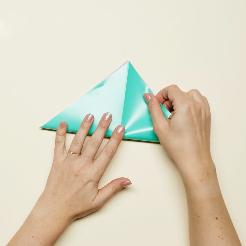 PAPERCHASE-HOW-TO-MAKE-A-CHRISTMAS-DECORATION-STEP-2