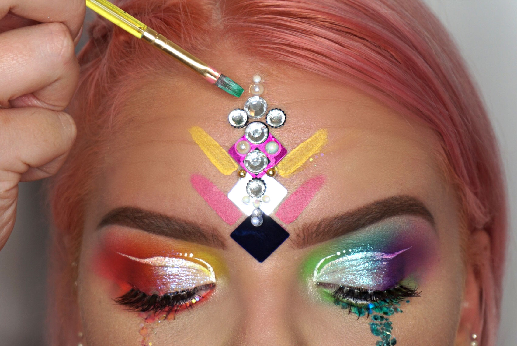 HOW-TO-DO-PRIDE-MAKEUP-4